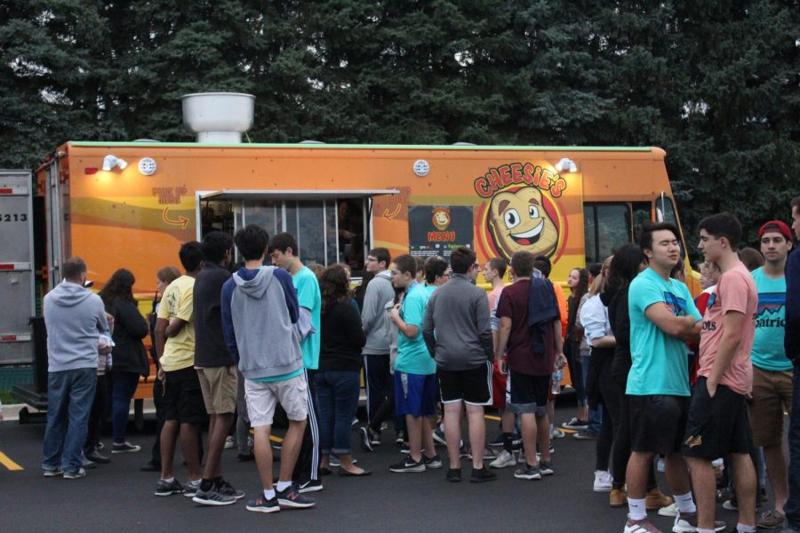 Students+line+up+in+front+of+Cheesie%E2%80%99s+food+truck.+Streetfest+had+a+variety+of+food+available+including+tacos%2C+soul+food%2C+and+bundt+cakes.+